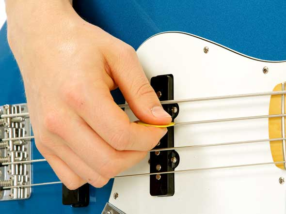How to Play a Bass Guitar With a Pick